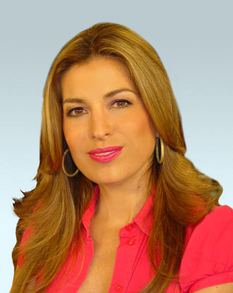 "Paola Elorza is the meteorologist and environmental reporter at Univision 23, the number one Spanish-language station in Miami, where she delivers local forecasts on the morning newscast ""Al Amanecer"" and on the national morning show ""Despierta América."""