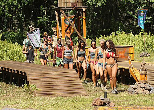 "Contestants prepare themselves for the reward challenge, ""Ladder Tree Golf."""