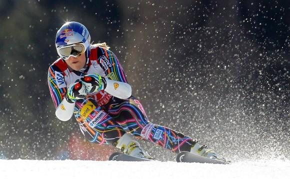 Soft snow flies around Lindsey Vonn