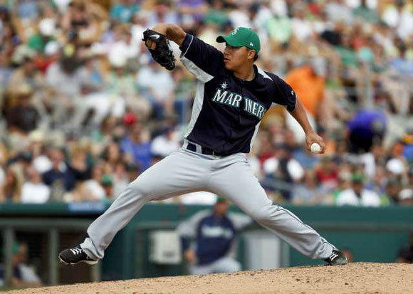Hong-Chih Kuo during a St. Patrick's Day spring training game with the Seattle Mariners.