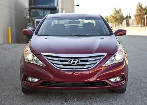 The stand-out styling of the Sonata has made it a hit with buyers of the base engine. There are few changes visually to most of the car.