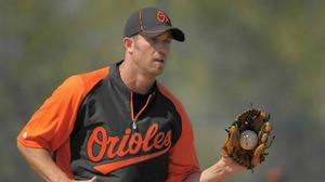 Orioles Insider: Hardy dealing with arm, shoulder soreness