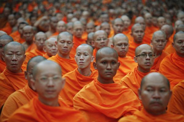 Some tens of thousands of Buddhist monks attend a mass alms-offering ceremony in Bangkok's Chinatown March 24, 2012. The ceremony was held to mark the 2,600th anniversary of the enlightenment of Lord Buddha. REUTERS/Damir Sagolj