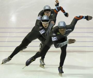 Shani Davis (front), Brian Hansen and Jonathan Kuck (rear) in Sunday's team pursuit at the World Single Distance Championships.