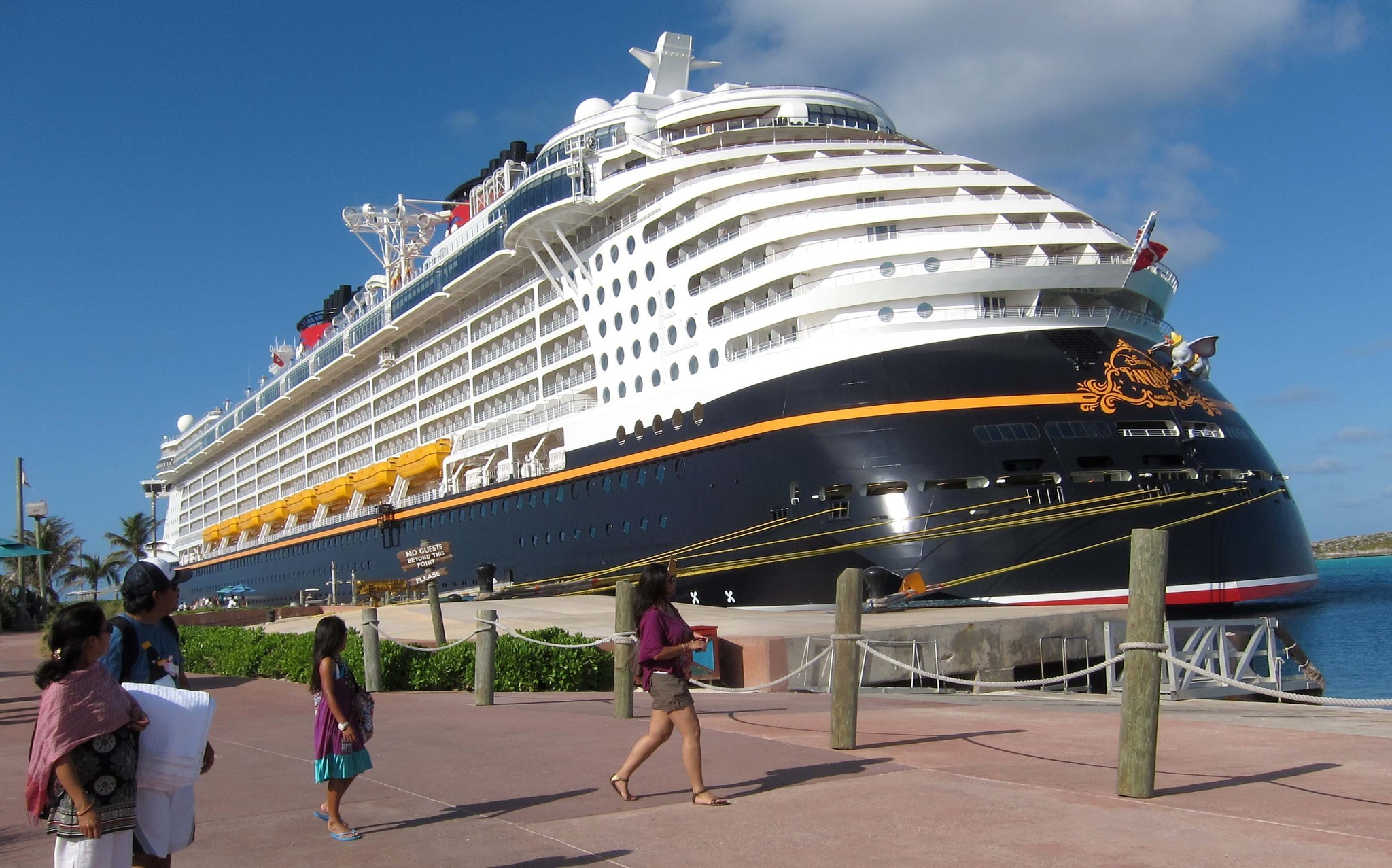Florida Cruise Guide: Disney Fantasy pictures - Disney Fantasy inaugural cruise