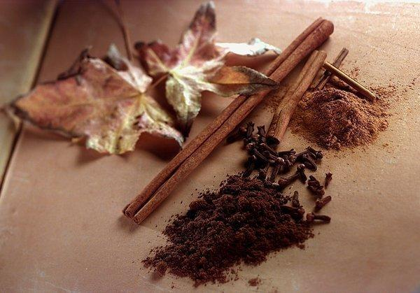 Ground cloves, cloves ground cinnamon, along with cinnamon sticks.