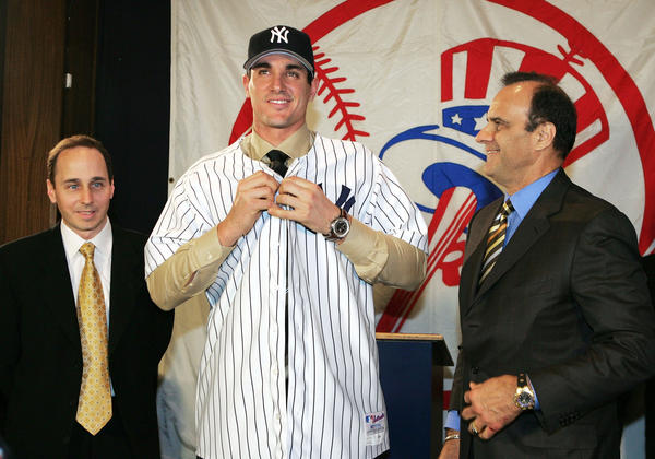 (L to R) New York Yankees general manger Brian Cashman with Carl Pavano and manger Joe Torre at a press conference where the Yankees announced they signed Pavano to a four-year contract on December 22, 2004 at Yankee Stadium in the Bronx, New York.