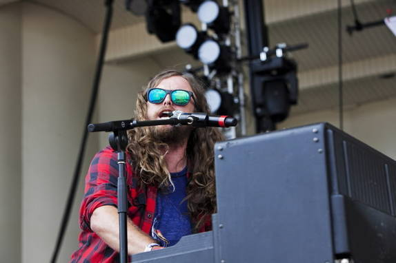 J. Roddy Walston and the Business perform at Lollapalooza 2011
