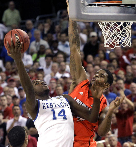 Kentucky forward Michael Kidd-Gilchrist (14) drives ot th basket against Louisville forward Chane Behanan (24) during the second half of an NCAA Final Four semifinal college basketball tournament game Saturday, March 31, 2012, in New Orleans.