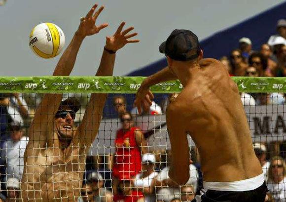 Phil Dalhausser, right, spikes ball past Matt Prosser at the 2010 Hermosa Beach Open.