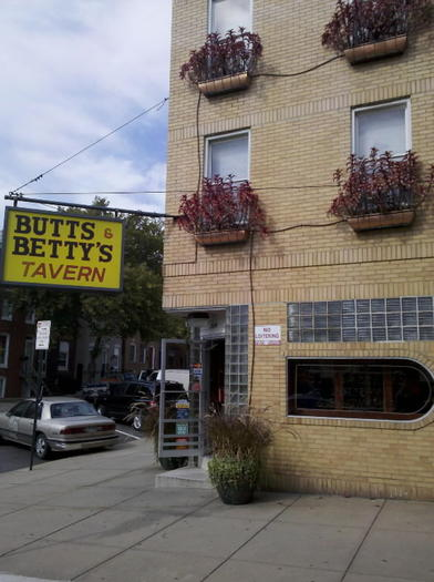 Butts & Betty's Tavern facade