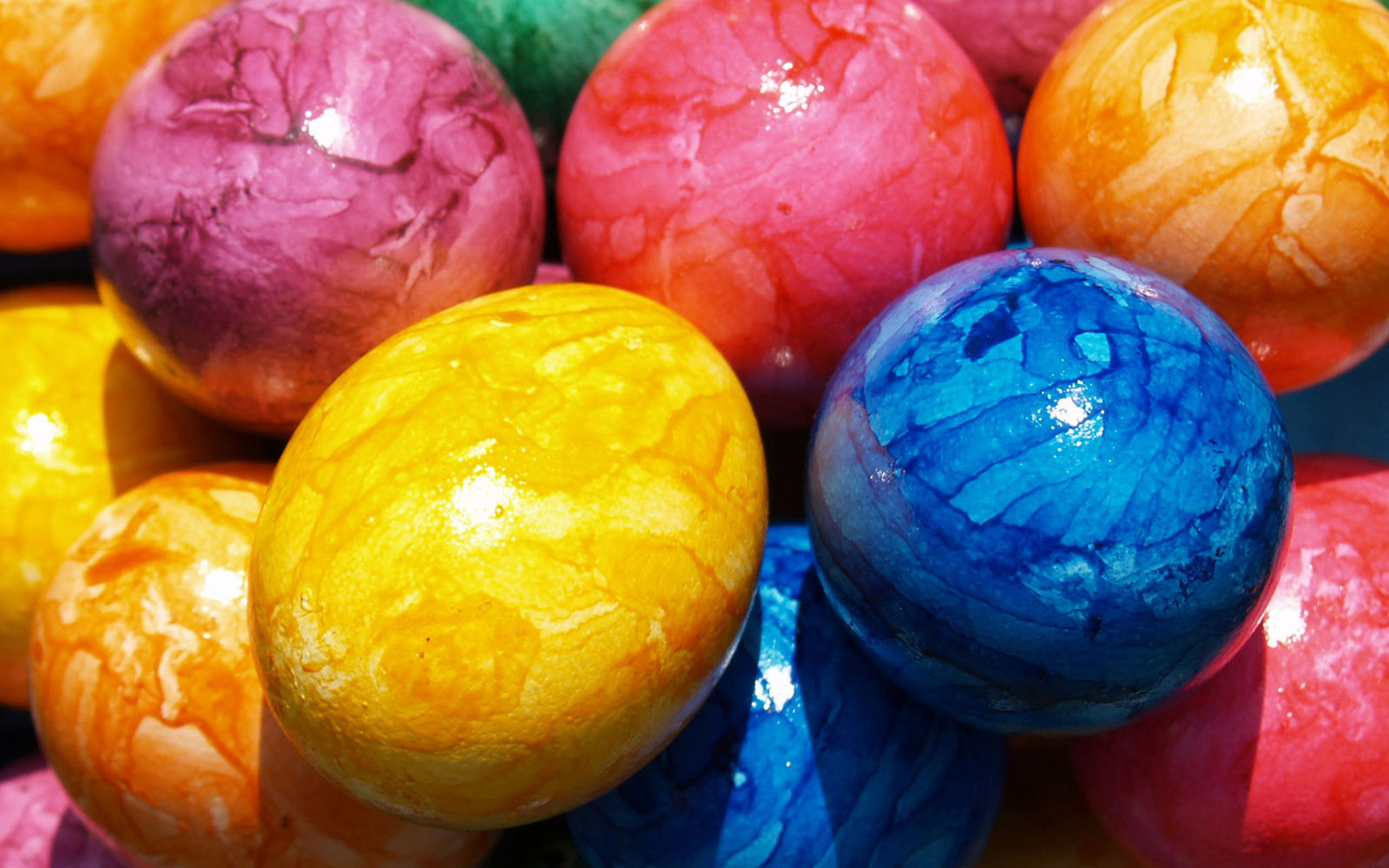 dying easter eggs krups egg cooker helps make perfect sparkled marbled and naturally dyed eggs daily press