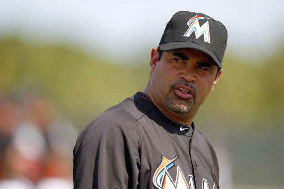 Marlins Manager Ozzie Guillen called a special meeting with reporters to apologize for his recent comments about Fidel Castro.