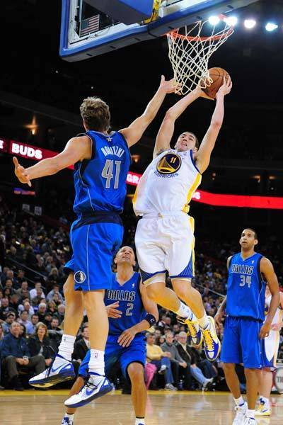 Golden State Warriors guard Klay Thompson (11) drives to the basket against Dallas Mavericks power forward Dirk Nowitzki (41).