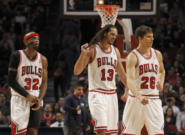 Richard Hamilton (32), Joakim Noah (13) and Kyle Korver wait for an official review during the Bulls' loss to the Wizards.