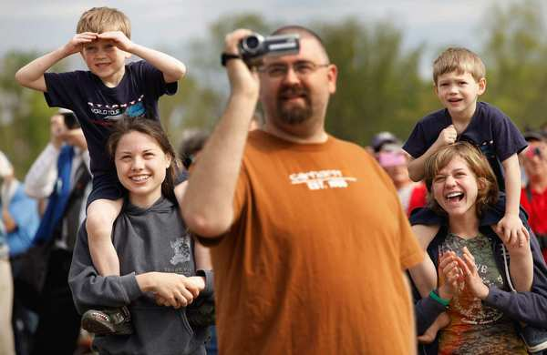 Max Sigrest, 6, left; Rachel Teufert, 16; Jason Kuhns; Samuel Sigrest, 4; and Piper Sigrest, 15 of Woodbridge, Va., watch the last floght space shuttle Discovery.