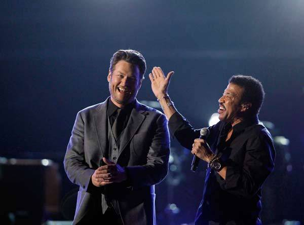 "Blake Shelton and Lionel Richie (R) perform ""You Are"" at the 47th annual Academy of Country Music Awards in Las Vegas, Nev."