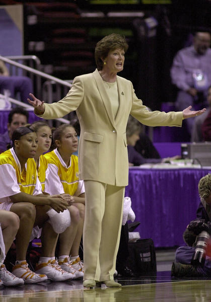 Pat Summittdirects her players against Rutgers during the NCAA Women''s Final Four in 2000.