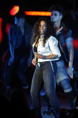 "<a href=""https://twitter.com/#!/JanetJackson/status/192733975343677440"" target=""_blank"">‏@JanetJackson</a> Dick Clark changed the face of musical television. He was wonderful to many artists including our family. We will miss him. God bless."