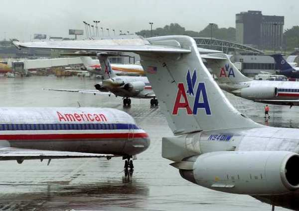 American Airlines parent AMR reports $1.7 billion loss