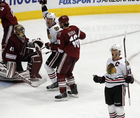 Jonathan Toews celebrates his game-