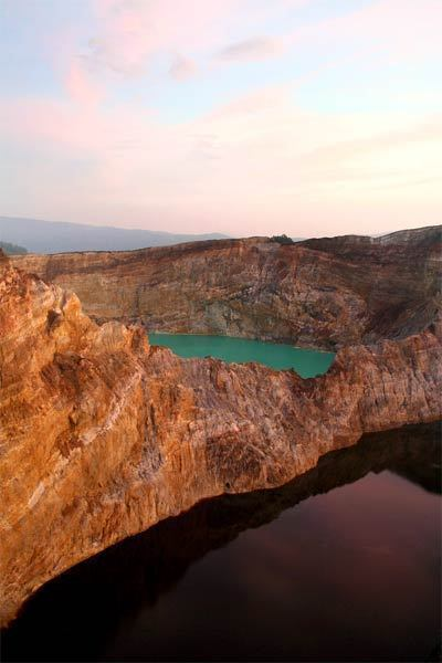 Offbeat Traveler: Mt. Kelimutu in Indonesia - Eastern lakes