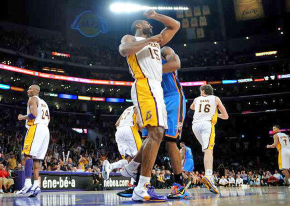 Metta World Peace milliseconds before elbowing James Harden.