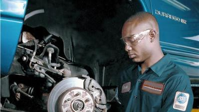 Early signs your car may need brake repairs