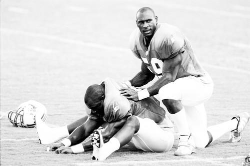 "Rookie linebacker <a class=""taxInlineTagLink"" id=""PESPT006283"" title=""Derrick Rodgers"" href=""/topic/sports/derrick-rodgers-PESPT006283.topic"">Derrick Rodgers</a> helps Ronnie Ward stretch during practice."