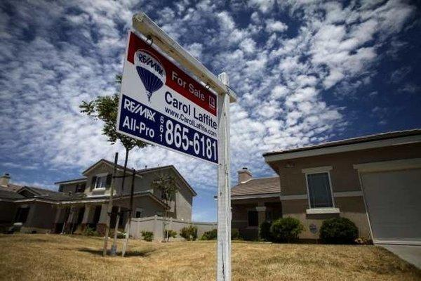 A new report from Zillow forecasts that home prices will bottom out around the country by the end of this year or early next year.