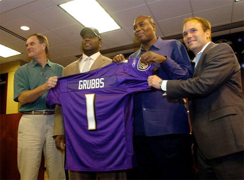 Ben Grubbs holds up his jersey along with Ravens coach Brian Billick (left), general manager Ozzie Newsome (center right) and director of college scouting Eric DeCosta (right). The Ravens picked Grubbs, an offensive guard from Auburn, with the No. 29 choice in the 2007 NFL draft.
