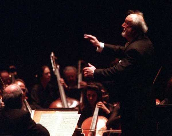 Kurt Masur conducts the New York Philharmonic in Costa Mesa in 1999.