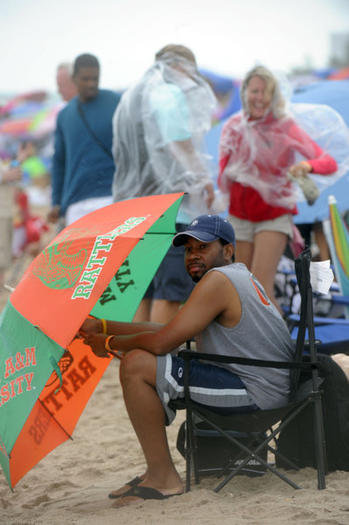 Heavy rains washed out the Lauderdale Air Show on Sunday.