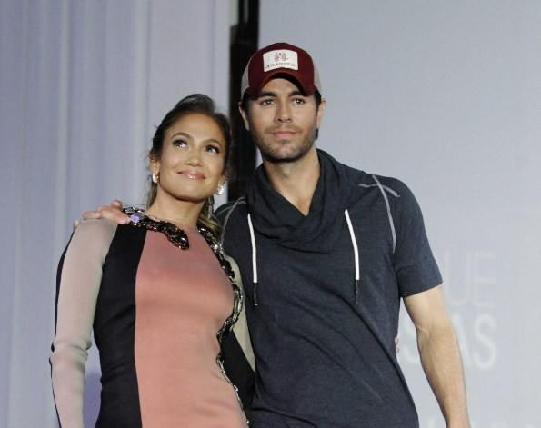 Jennifer Lopez (left) poses with Enrique Iglesias (right) during a news conference to announce their summer tour in Los Angeles April 30, 2012.