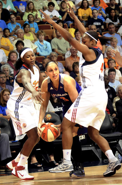 Asjha Jones of the Sun meets up with Diana Taurasi, her former teammate at UConn.