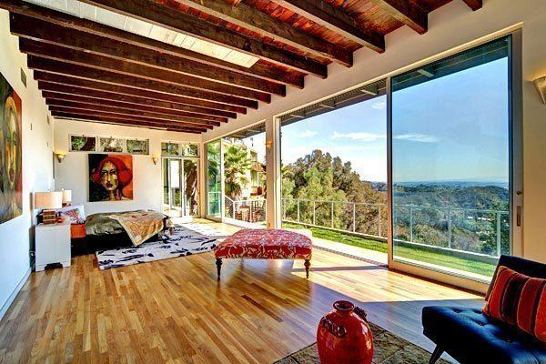 "Kevin McHale of ""Glee"" bought a house in the Hollywood Hills for $1.025 million."