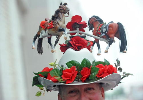 A fan's hat at the 135th Kentucky Derby at Churchill Downs in Louisville, Kentucky. (Photo by Jeff Gentner/Getty Images)