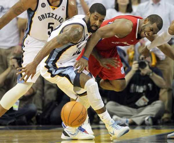 The Clippers' Chris Paul, right, battles O.J. Mayo of the Memphis Grizzlies for a loose ball in Game 2 of the teams' first-round NBA playoff series on Wednesday in Memphis. The series moves to Los Angeles on Saturday.