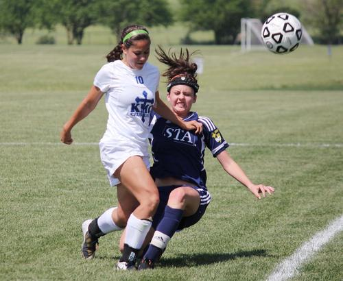 St. Thomas Aquinas jumped to an early lead, going up 3-0 at halftime, on its way to an 8-0 victory over Kapaun Mt. Carmel.