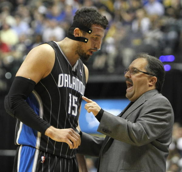 Orlando Magic head coach Stan Van Gundy, right, has a word with Hedo Turkoglu.