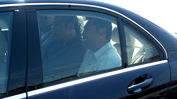 Oscar De La Hoya (right) leaves the ICE detention center in El Centro in a vehicle accompanied by three unidentified men and a woman Tuesday afternoon.