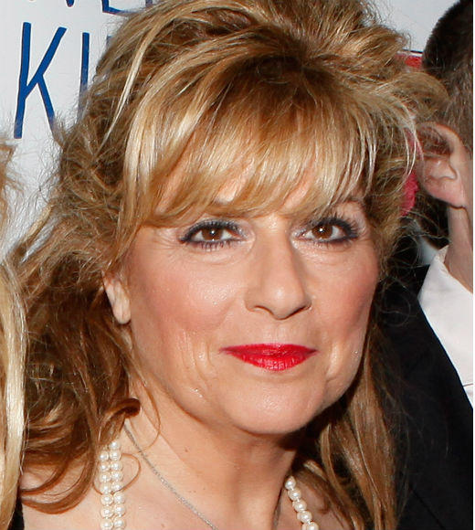 <b>RIP:</b> Daphne Bicks (Caroline Aaron) <br><br> <b>Cause of death:</b> Crash landing a plane into Wisteria Lane. <br><br> <b>Will be remembered for:</b> Trying to land her pilot husband Jeff's plane after he suffered a heart attack.