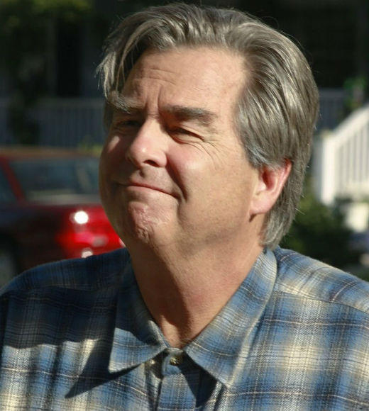 'Desperate Housewives' death toll: RIP: Eli Scruggs (Beau Bridges)   Cause of death: Has a heart attack while repairing Susans roof, what was to be his last job before retiring.   Will be remembered for: Being the neighborhood handyman for more than a decade, only actually appearing in the 100th episode.