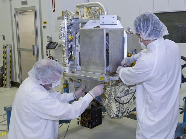 Jet Propulsion Laboratory technicians in La Canad Flintridge prepare the OCO-2 instrument for shipping. The instrument consists of three parallel, high-resolution spectrometers expected to measure carbon dioxide in the Earth's atmosphere more than 300 million times in a two-year period.