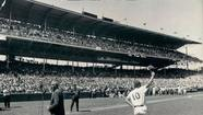 1971: Ron Santo waves to the crowd