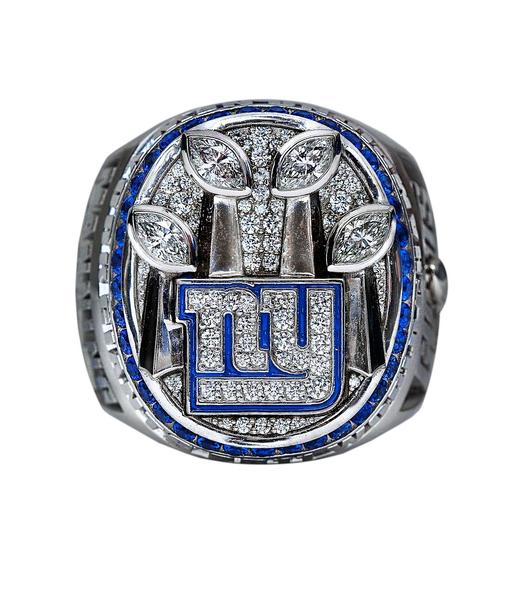 The Giants' Super Bowl ring ... diamond, sapphires and Big Blue.
