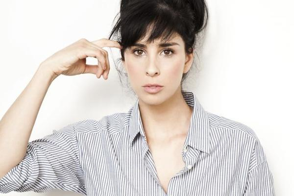 Sarah Silverman will round up some of her favorite comedians to do two shows at the Chicago Theatre in June.