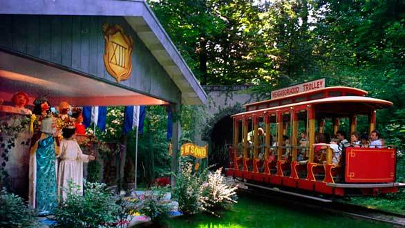 "4) Idlewild's Mister Rogers' Neighborhood of Make-Believe takes visitors on a life-size trolley ride through the make-believe world of the <a class=""taxInlineTagLink"" id=""ORCRP000015299"" title=""PBS (tv network)"" href=""/topic/economy-business-finance/media-industry/television-industry/pbs-%28tv-network%29-ORCRP000015299.topic"">PBS</a> children's television show."