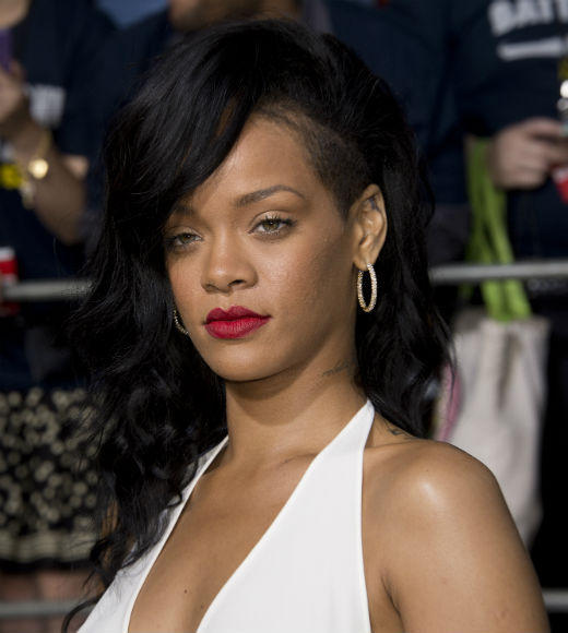 Lil Wayne <BR> LMFAO<BR> Nicki Minaj<BR> Bruno Mars<BR> <b>WINNER: Rihanna (pictured)</b>