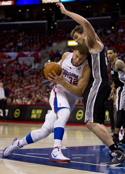 Clippers Blake Griffin tries to drive around Spurs Tiago Splitter